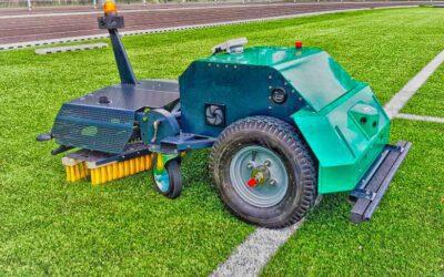 Le robot BUKY entretient les terrains en gazon synthétique